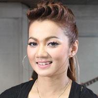 ฟังเพลง เธอไม่ได้เดินเดียวดาย - บิว กัลยาณี (ฟังเพลงเธอไม่ได้เดินเดียวดาย) | เพลงไทย